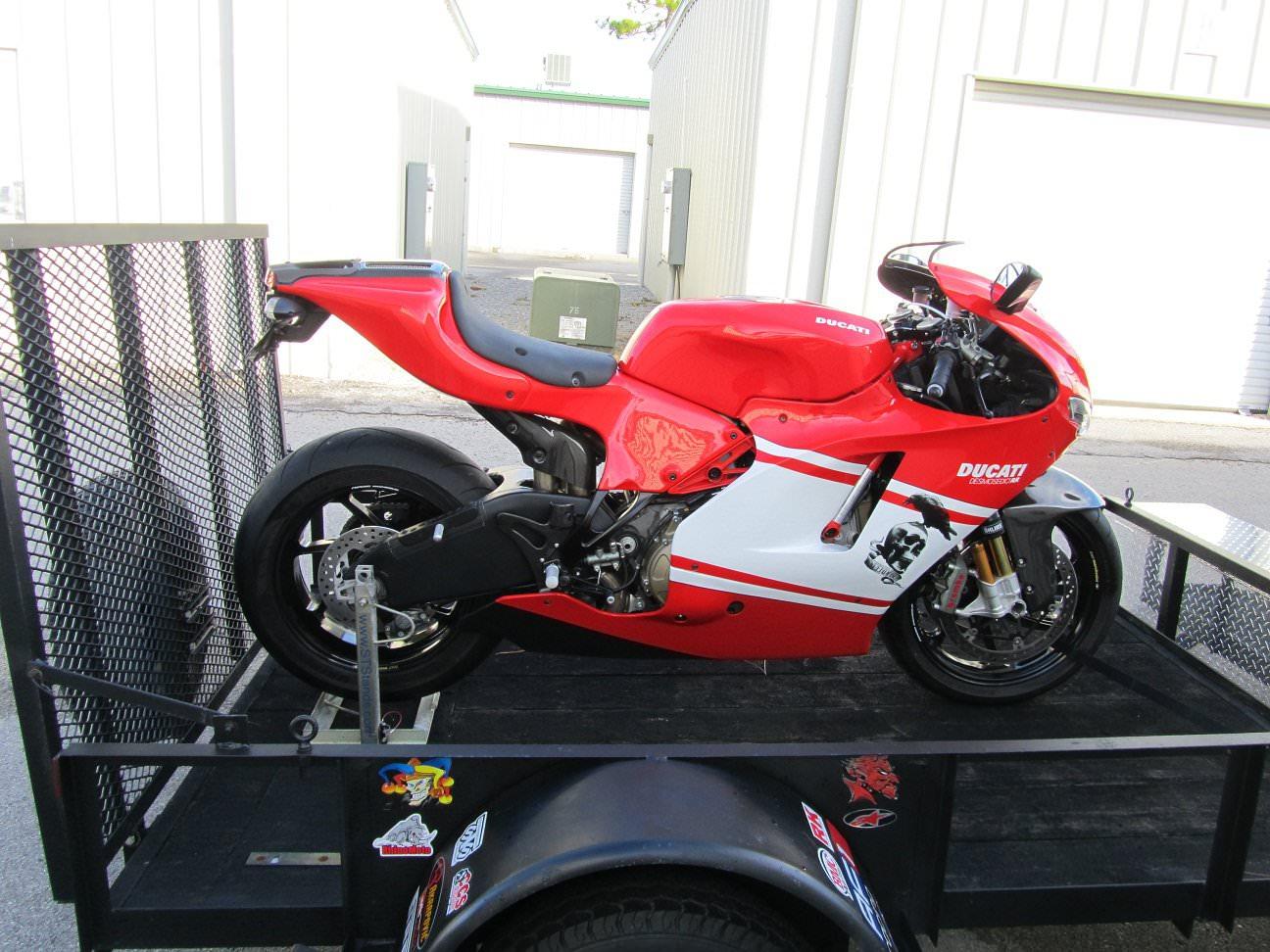 moto d strapless transport system ducati motorcycle. Black Bedroom Furniture Sets. Home Design Ideas